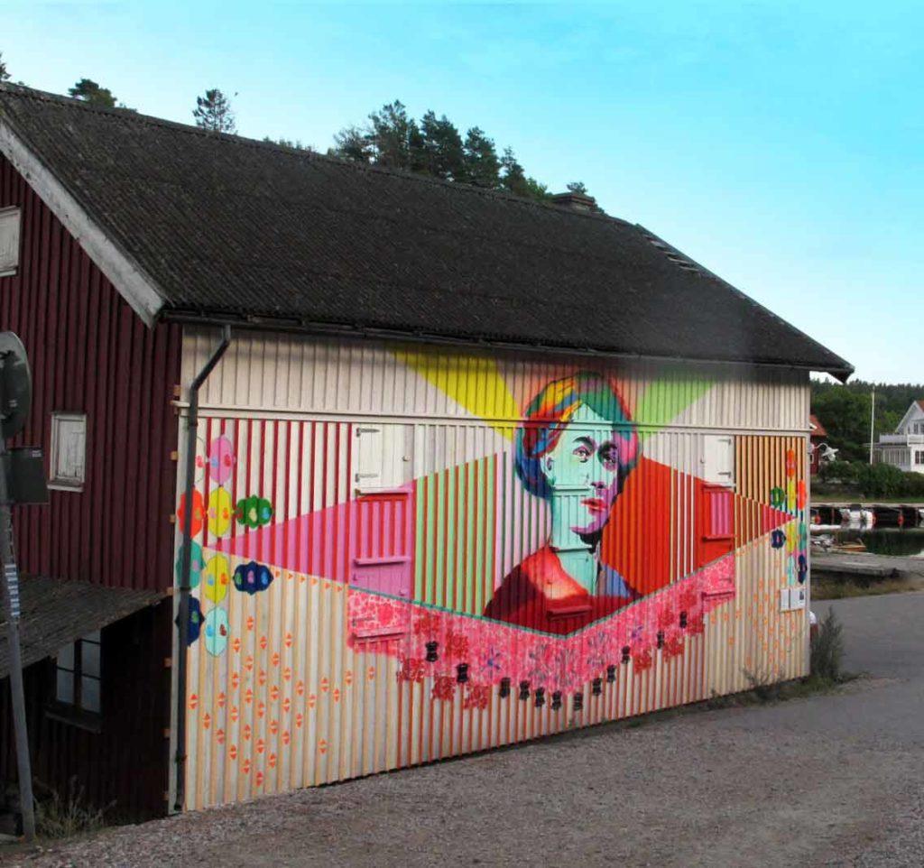 Muralmålning på Slussen av Sadia Hussain från projektet MUMA
