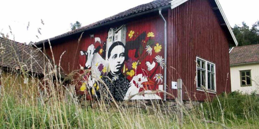 Ladan i Ekobyn Utsikten på Orust med MUMA-muralmålning